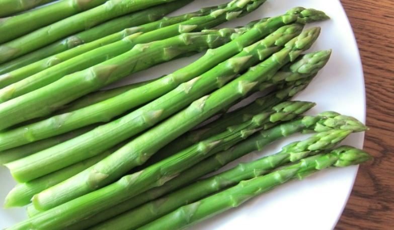 Can Rabbits Eat Asparagus? (How Much, Benefits, Risks)