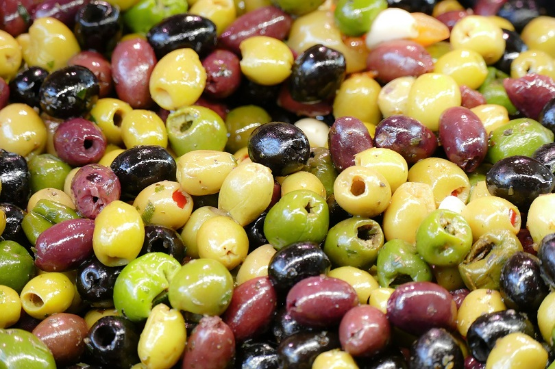 Can Cats Eat Black & Green Olives? What You Need to Know - Excited Cats
