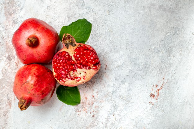https://www.freepik.com/free-photo/top-view-fresh-pomegranate-white-space_13408838.htm#page=1&query=Pomegranate&position=38